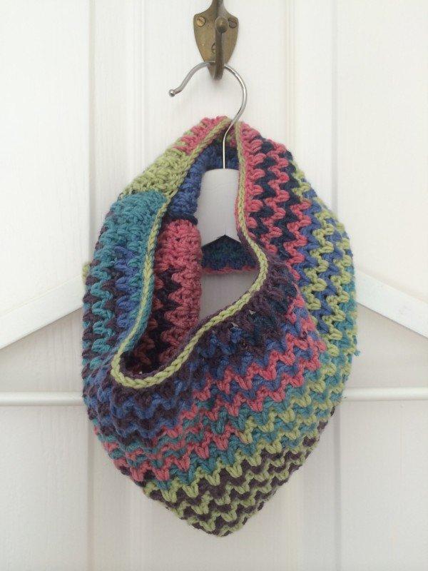 Free Crochet Pattern For Zig Zag Scarf : Free Pattern - Zig Zag Cowl Emma Varnams blog