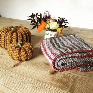 Vintage-look-life-dk-scarf-emma-varnam
