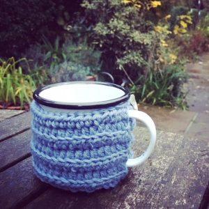 mug-cosy-cozy-enamel-emma-varnam