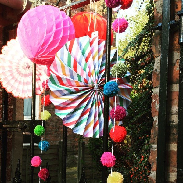 garden party, pom-pom, pin, wheel,